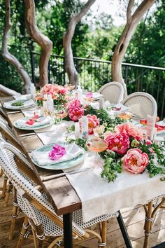 Spring garden party table set with peonies. Great for garden luncheon or dinner party. Decoration Inspiration, Furniture Inspiration, Decor Ideas, Beautiful Table Settings, Deco Floral, Festa Party, Garden Parties, Partys, Deco Table