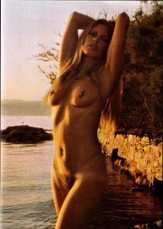 Brigitte Bardot nue en photos pour LUI - Stars Photos Nus