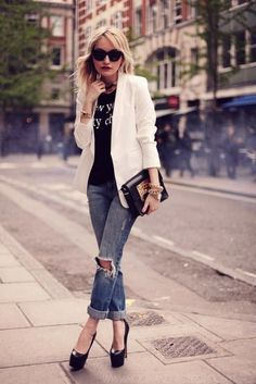 10 Ways to Wear A White Blazer | White Blazer + Graphic Tee http://effortlesstyle.com/how-to-wear-a-white-blazer/