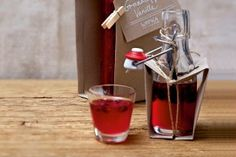 Das Rezept für Granatapfel-Vanille-Wodka und weitere kostenlose Rezepte auf LECKER.de