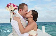 ♥ romatic pasinate kiss #beachweddings photos in #cancun #mexico