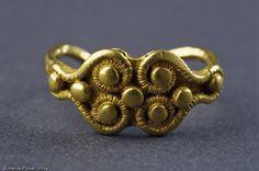Bague en or retrouvée au doigt d'une princesse gauloise de la nécropole de Bucy-le-Long (Aisne). IV-III BC, France
