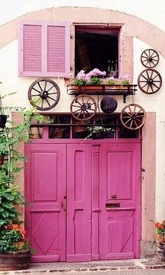 Wow, how fun is this hot pink doorstep in Alsace, France? This house has party written all over it!