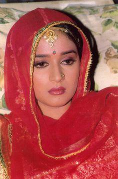Résultat d'images pour Madhuri dixit Beautiful Bollywood Actress, Most Beautiful Indian Actress, Beautiful Actresses, Vintage Bollywood, Indian Bollywood, Hot Actresses, Indian Actresses, Madhuri Dixit Saree, Beautiful Girl Photo