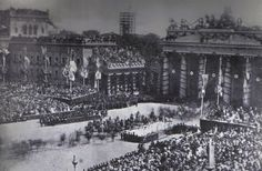 Victorious German troops march through the Brandenburg Gate, June 16, 1871    http://www.histomil.com/viewtopic.php?p=26801