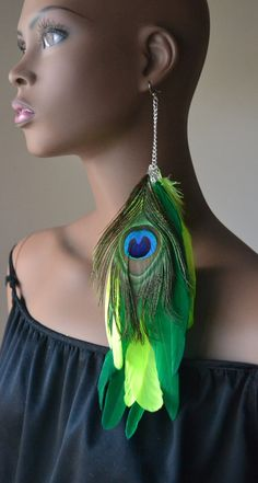 Items similar to Peacock Single Feather Earring on Etsy Feather Jewelry, Feather Earrings, Drop Earrings, Fake Nose Rings, Ear Rings, Green Peacock, African Jewelry, Homemade Jewelry, Jewelry Design