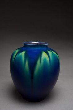 Tokuda Yasokichi III, (1933-2009), Vase, Porcelain with kutani glaze.