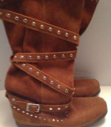 Available @ trendtrunk.com Minnetonka-Suede-Boots By Minnetonka Suede Only $50.00 Suede Boots, Trunks, Money, Shoes, Fashion, Drift Wood, Moda, Zapatos, Silver