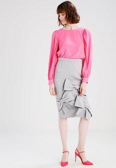 ¡Consigue este tipo de blusas de Vero Moda ahora! Haz clic para ver los detalles. Envíos gratis a toda España. Vero Moda VMBIRDIE  Blusa azalea pink: Vero Moda VMBIRDIE  Blusa azalea pink Ofertas   | Material exterior: 97% poliéster, 3% elastano | Ofertas ¡Haz tu pedido   y disfruta de gastos de enví-o gratuitos! (blusas, blusa, blusón, blusones, blouses, blouse, smock, blouson, peasant top, blusen, blusas, chemisiers, bluse, blusas)