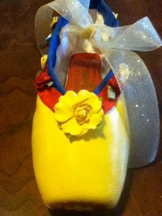 Snow White ....  Decorated Pointe Shoe