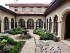 How cool would it be to have a courtyard?!