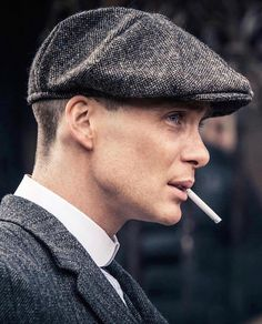 Irishman Cillian Murphy is a name on that list for some due to his current role as the main protagonist in the BBC's hit show Peaky Blinders. For those unaware of the series, it's a gangster drama set in Birmingham Peaky Blinders Quotes, Peaky Blinders Thomas, Cillian Murphy Peaky Blinders, Gangsters, Downton Abbey, Cillian Murphy Tommy Shelby, Peaky Blinders Wallpaper, Art Psychology, Red Right Hand
