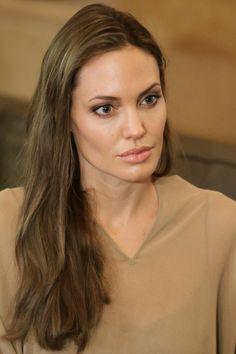 Angelina Jolie | Light pink lip gloss + long light brown hair with goldish strands