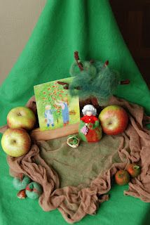 "Poppenatelier Severine: Een ""appelig"" tafeltje/ A ""apple-y"" table"