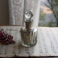 アンティーク調ガラス香水瓶カット切子