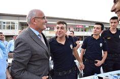 Başkan Yılmaz'dan Tüm Asker Ve Polislere Selam: Alaçam'da iftar programında çevik kuvvet polislerine sarılan Başkan Yusuf Ziya Yılmaz,…