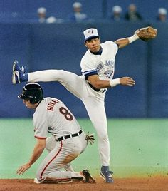Roberto Alomar - Toronto Blue Jays- aw the good old days! Mlb Players, Baseball Players, Baseball Cards, Toronto Blue Jays, American Baseball League, American League, Baseball Toronto, Baseball Live, Baseball Field
