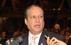 Reinaldo Pared P�rez anuncia una nueva reforma, ahora para beneficiar a partidos