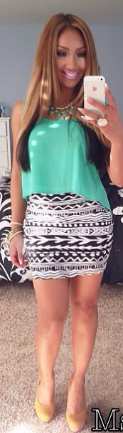 I have a skirt almost identical to that one! Wore an outfit almost exactly like this one toooo!