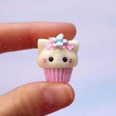 Más y más y maaas gatos 😄😄 . Because I am always going to be a cat lover 😺💖 . Fimo Kawaii, Polymer Clay Kawaii, Polymer Clay Animals, Fimo Clay, Polymer Clay Charms, Polymer Clay Miniatures, Polymer Clay Creations, Clay Projects, Clay Crafts