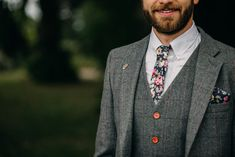 Groom In Grey Suit With Floral Tie // Outdoor Stretch Tent Wedding With Italian Antipasti Feast And Hay Bale Seating With Images From Ania Ames Wedding Photography Tent Wedding, Wedding Ties, Wedding Groom, Wedding Attire, Wedding Stuff, Groom Wedding Accessories, Suit Accessories, Grey Check Suit, Grey Suit Wedding