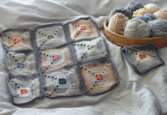 Knitted patchwork quilt. <3 Lovely colors.