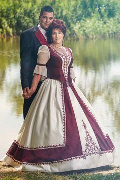 Magyaros menyasszonyi ruha tóparton (Pilis)