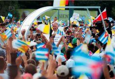El Papa Francisco, a su llegada a la Plaza de la Revolución José Martí, en La Habana, donde oficiará su primera Misa en Cuba, el 20 de septiembre de 2015. FOTO: Raúl Pupo. | El Papa Francisco, a su llegada a la Plaza de la Revolución José Martí, en La Habana, donde oficiará su primera Misa en Cuba, el 20 de septiembre de 2015. FOTO: Raúl Pupo.