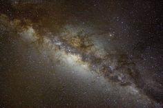 La voie Lactée accompagne toute lhumanité depuis des millénaires. Dans toutes les cultures du monde entier elle est lune des composants essentielle du ciel avec les étoiles les planètes et la lune. Elle est questionnement pour les astronomes inspiration pour les artistes les musiciens et les poètes mais la Voie lactée notre galaxie pourrait devenir un souvenir lointain pour une grande partie de lhumanité.  www.griters.com  #astrotourisme #voyages #griters #astronomie #teide #alqueva #darksky…