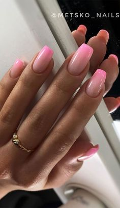 Acrylic Nails Coffin Ombre, Pink Ombre Nails, Best Acrylic Nails, Summer Acrylic Nails, French Manicure Ombre, How To Ombre Nails, Acrylic Nail Designs For Summer, Pink Tip Nails, Short Pink Nails