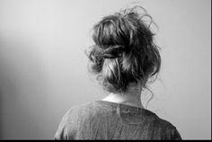 Messy, puffy doughnut bun Messy Bun Hairstyles, Modern Hairstyles, Down Hairstyles, Pretty Hairstyles, Style Hairstyle, Updo Hairstyle, Prom Hairstyles, Chignons Rock, Good Hair Day