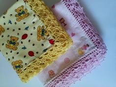 Cueiro em flanela, com bordas em crochê por toda a volta.  São também usadas como mantas por serem grandes.  PRONTA ENTREGA, demais cores sob consulta.  As peças da foto são exatamente as do estoque.  Medi...