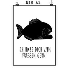 Poster DIN A1 Piranha aus Papier 160 Gramm  weiß - Das Original von Mr. & Mrs. Panda.  Jedes wunderschöne Poster aus dem Hause Mr. & Mrs. Panda ist mit Liebe handgezeichnet und entworfen. Wir liefern es sicher und schnell im Format DIN A2 zu dir nach Hause. Das Format ist 549 x 841 mm    Über unser Motiv Piranha  Piranhas sind gefürchtete Raubfische. Sie lieben die Farbe rot und können Blut im Wasser riechen. Auf diese Art finden sie schnell ihre Beute.     Verwendete Materialien  Es handelt…