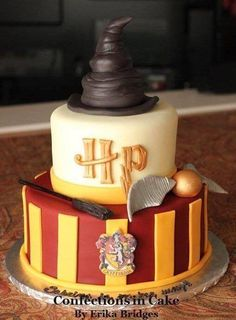 Some Cool Harry potter cakes / Harry potter themed cakes for Harry Potter's … Einige coole Harry-Potter-Kuchen / Harry-Potter-Kuchen für Harry-Potter-Fans. Bolo Harry Potter, Gateau Harry Potter, Harry Potter Birthday Cake, Harry Potter Food, Harry Potter Cupcakes, Harry Potter Themed Party, Harry Potter Theme Cake, Harry Potter Parties, Harry Potter Desserts