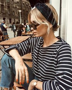 Head-band turban + marinière + jean = le bon mix - Mon blabla de fille - This Look Fashion, Spring Fashion, Fashion Outfits, Womens Fashion, Travel Outfits, Sneakers Fashion, High Fashion, Fashion Edgy, Classic Fashion