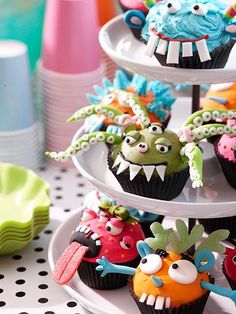 These cupcakes start with a basic cake mix. Simply whip up a batch of cupcakes using your favorite mix and let cool. See the next slides for how-to instructions to transform the basic cupcakes into monster delights. Halloween Cupcakes, Fete Halloween, Halloween Kids, Halloween Treats, Creepy Halloween, Halloween Halloween, Halloween Makeup, Halloween Decorations, Halloween Costumes