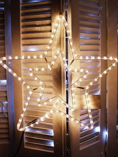 50CM ΧΡΙΣΤΟΥΓΕΝΝΙΑΤΙΚΟ ΑΣΤΕΡΙ ΜΕ ΠΡΟΓΡΑΜΜΑ 3ΜΕΤΡΑ Αν ενδιαφέρεστε για αυτό το προϊόν επικοινωνήστε μαζί μας Αστέρι+Χριστουγεννιάτικο+50CM+3m++με+πρόγραμμα Led, Blinds, Christmas Decorations, Wallpaper, Home Decor, Jalousies, Christmas Decor, Blind, Ornaments