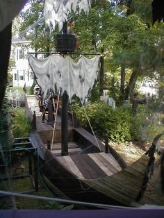 Prop Showcase: Pirate Ship Build - Page 5 Pirate Halloween Decorations, Pirate Halloween Party, Pirate Decor, Pirate Theme, Halloween 2017, Spooky Halloween, Halloween Themes, Pirate Crafts, Pirate Birthday