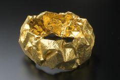 Professor Yasuki Hirmatsu, Bangle, 22ct gold, resin, gold leaf