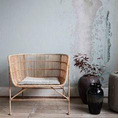 Wonderful rattan chair from the interior brand from Denmark; The House Doctor Coon rattan lounge chair has a strong iron frame, around it is woven rattan. Nice to combine with the House Doctor Coon sofa. Rattan Armchair, Rattan Furniture, Home Furniture, Furniture Design, Rustic Furniture, Retro Furniture, Business Furniture, Antique Furniture, Outdoor Furniture