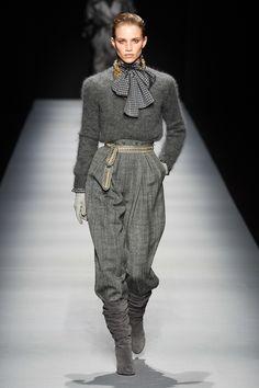 Alberta Ferretti Fall 2020 Ready-to-Wear Fashion Show - Vogue Alberta Ferretti, 2020 Fashion Trends, Fashion 2020, 80s Fashion, Fashion Models, Fashion Tips, Vogue Fashion, Runway Fashion, Milan Fashion