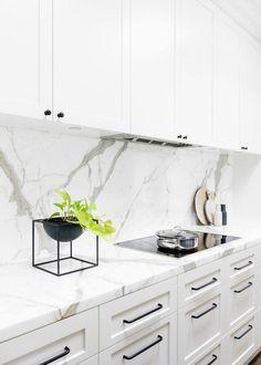 64 Suprising White Kitchen Cabinets Design Ideas   Justaddblog.com #whitekitchen #kitchendesign #kitchenideas