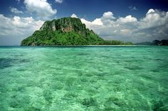 View of Koh Poda from a small uninhabited island with 3 beaches at low tide. De white strip on de horizon is de beach on Poda, de mainland (Ao Nang coast) is visible behind it. Krabi, Ao Nang, Beautiful Islands, Fresh Water, Places To Go, Thailand, Coast, Asia, Explore
