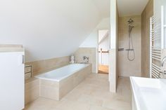 Helles mit und ECO System HAUS The post Helles mit und ECO System HAUS appeared first on Badezimmer ideen. Bathroom With Shower And Bath, Baby Bathroom, Small Bathroom, Bathroom Crafts, Tiny House Living, Home Living Room, Small Country Homes, Downstairs Toilet, Bathroom Countertops