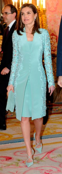 20 April 2018 - King Felipe and Queen Letizia host a traditional lunch at Madrid Royal Palace prior to Miguel de Cervantes Award ceremony - dress by Felipe Varela, shoes and clutch by Magrit Elegant Dresses, Pretty Dresses, Beautiful Dresses, Casual Dresses, Fashion Dresses, Formal Dresses, Mom Dress, Lace Dress, Designs For Dresses