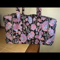 """NWT Vera Bradley LG duffel bag, Alpine Floral  Vera Bradley large duffel bag, New w/tags from smoke free home. Outside end pocket, Larger size but still meets airline carry-on regulations, Folds flat for easy storing. 22"""" W x 11½"""" H x 11½"""" D - 15"""" strap drop.No trades feel free to submit an offer  Vera Bradley Bags"""