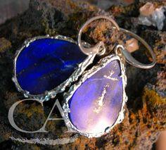 Pendientes colgantes; Lapislázuli y plata de Ley. Joyería artesanal. Glíptica Diseños. Pendant earrings; Lapislazuli in sterling silver. Handmade jewelry. Glíptica Designs.