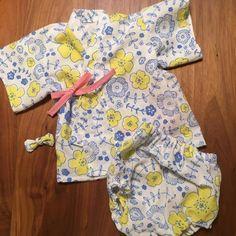 100均シリーズ、100均にある「てぬぐい」は可愛い柄がたくさんあるのをご存知ですか?バラエティ豊かな活用方法をご覧下さい。 Handmade Baby, Handmade Clothes, Baby Kids Clothes, Kids Clothing, Kids Prints, Yukata, Diy Fashion, Baby Dress, Sewing Crafts