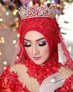 Super Ideas for dress red wedding haute couture Bridal Hijab, Hijab Wedding Dresses, Hijab Bride, Bridal Dresses, Beautiful Muslim Women, Beautiful Hijab, Beautiful Bride, Beautiful Ladies, Muslim Brides