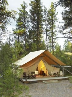 """I read a few days ago, and the word Glamping caught my attention. This is not your camping type """"hold the sleeping bag, let's cook it on an open fire"""". No, this is camping in style. Tenda Camping, Camping Diy, Camping Glamping, Camping Hacks, Outdoor Camping, Backyard Camping, Campsite, Camping Resort, Kayak Camping"""